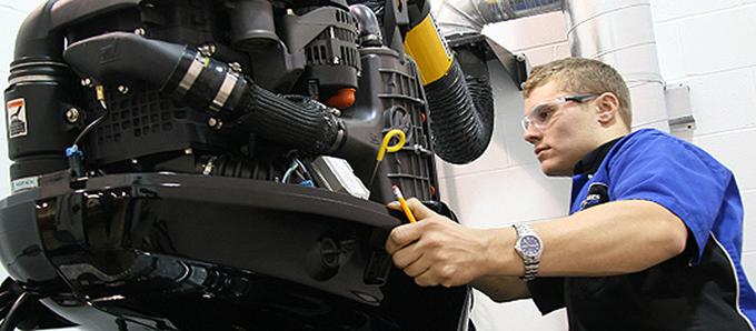 engine2-and-mechanic